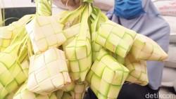 Perajin Ketupat di Banjarnegara Banjir Pesanan, Bikin 2 Ribu Ketupat Sehari!