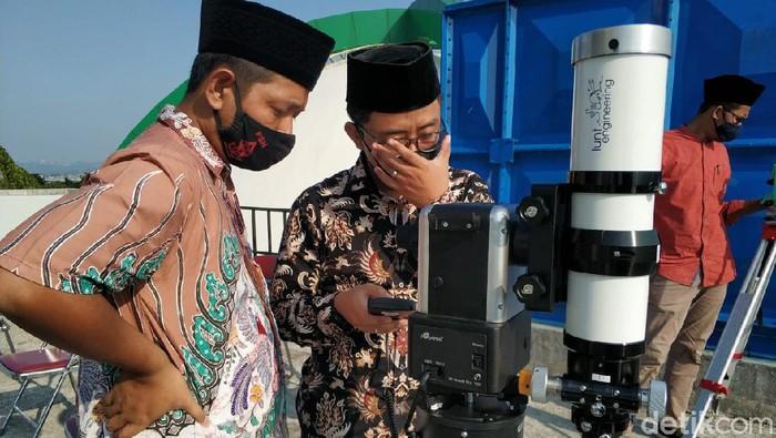 Persiapan pantauan hilal di UIN Walisongo, Semarang, Selasa (11/5/2021).