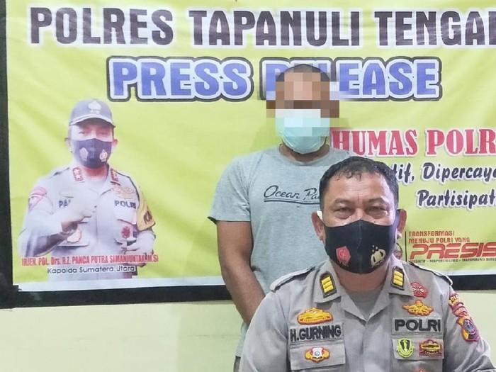 Polisi tangkap pria perkosa anak tiri di Tapteng (dok. Polres Tapteng)