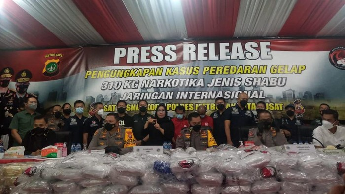 Polres Jakpus bongkar peredaran sabu 310 kg di Gunung Sindur, Bogor.