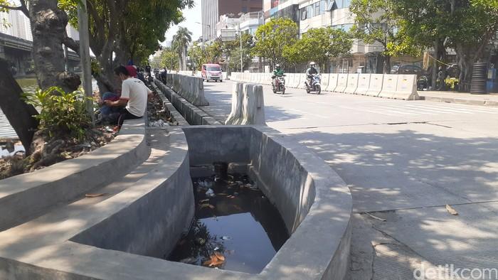Proyek anti-banjir Jl RE Martadinata, dekat Kali Ancol, Pademangan, Jakarta Utara, 11 Mei 2021.  (Afzal Nur Iman/detikcom)