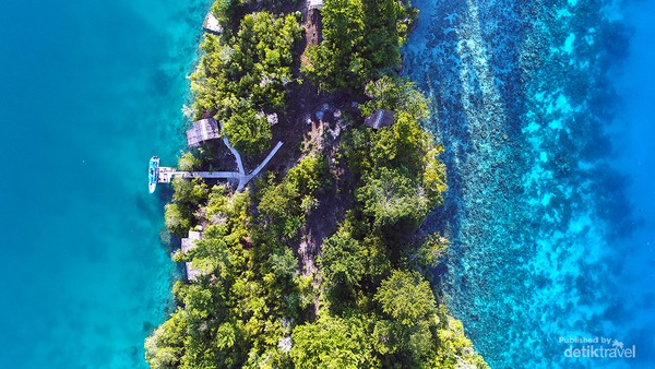 Salah satu pulau di Kepulauan Togean. Berbagai kegiatan menarik dan menyenangkan dapat Anda lakukan di Kepulauan Togean. Dari mulai memancing, berlayar, berenang dan tentu saja menyelam.