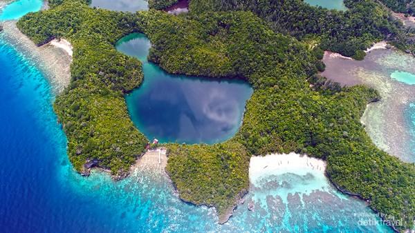 Danau Ubur ubur di kepulauan Togean.