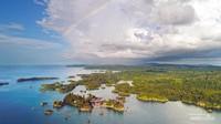 Menikmati Keindahan Pulau Togean dari Udara