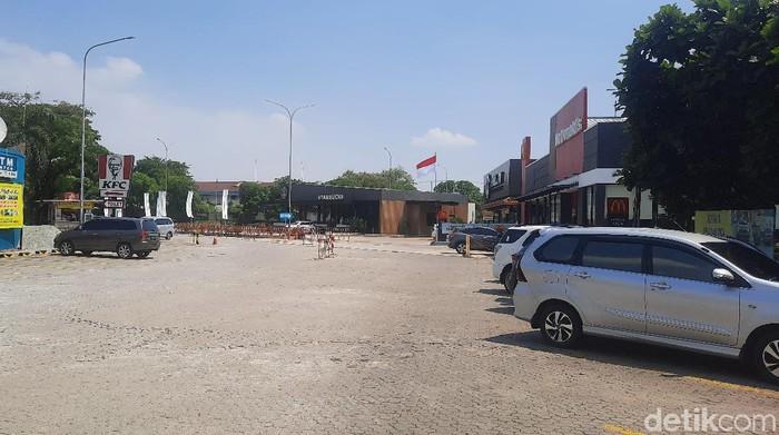 Situasi Rest Area Tol Japek Km 57 lengang, Selasa (11/5)