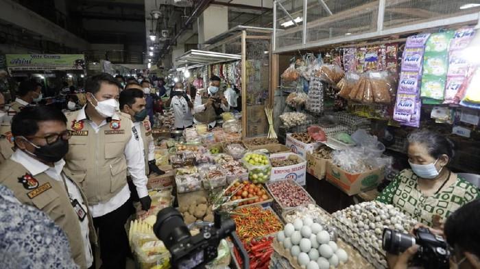 Satgas Pangan Polda Jatim dan disperindag sidak untuk mengecek kenaikan harga barang pokok