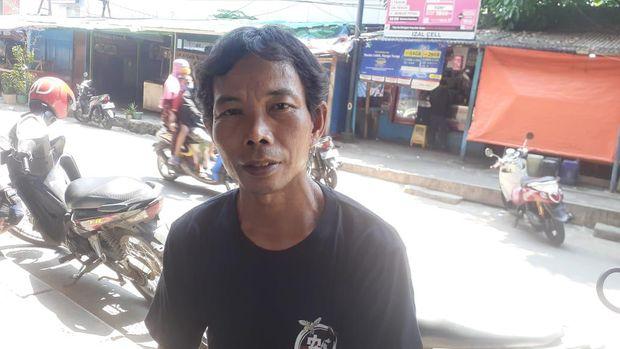 Warga Jl RE Martadinata Ancol, Taufik.