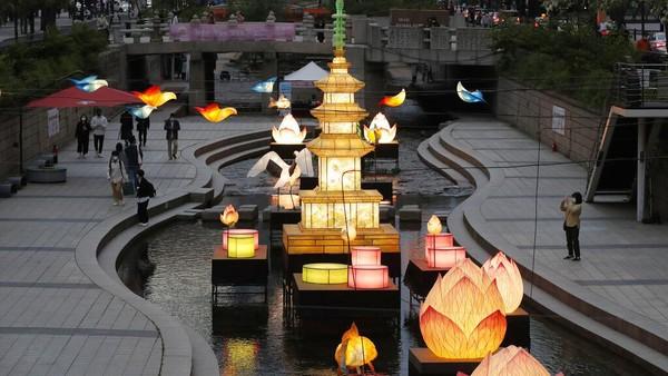 Central Buddhist Museum atau Museum Pusat Umat Buddha di kota Seoul mengatakan festival lentera ini diadakan dari 14 April hingga 23 Juli.