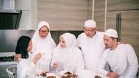 Adab Islam saat Bertamu dan Menjamu Makanan di Hari Raya Idul Fitri