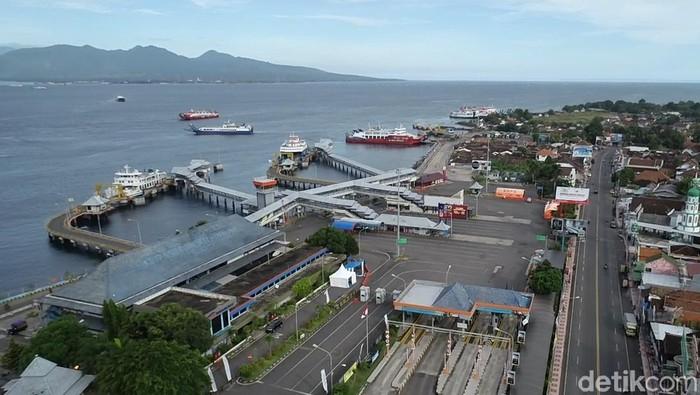 Sejak larangan mudik berlaku, suasana di Pelabuhan ASDP Ketapang Banyuwangi sepi dan lengang. Hanya ada beberapa kendaraan logistik.