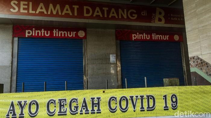 Begini kondisi Pasar Tanah Abang, Jakarta, Rabu (12/5/2021). Jelang hari raya Idul Fitri 1442 H Pasar ini tutup hingga 18 Mei 2021.