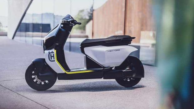 setelah menggoda dengan memperkenalkan motor listrik pertama mereka E-Pilen pada bulan lalu, kini produsen motor asal Swedia ini kembali memperkealkan motor listrik konsep kedua mereka Husqvarna Vektorr.