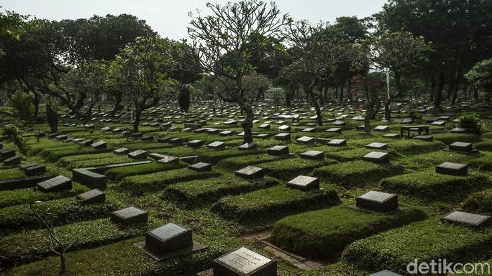Kegiatan ziarah di TPU wilayah Jabodetabek ditiadakan sejak Rabu (12/5) hingga 16 Mei mendatang. Kondisi TPU Karet Bivak, Tanah Abang, Jakarta Pusat, sepi dari peziarah.