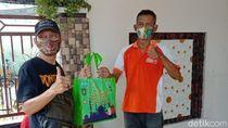 Cara Mantan Bupati Berbagi Kebahagiaan dengan Dhuafa di Ponorogo