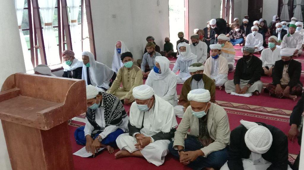 Suasana Jemaah Naqsabandiyah Sumut Salat Idul Fitri 1442 H Pagi Ini