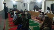 Rayakan Idul Fitri Hari Ini, Jemaah Naqsabandiyah di Padang Salat Id