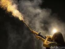 Panik Gak! Polisi Bubarkan Pesta Petasan di Flyover Tanah Abang