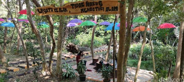 Spot-spot bersantai di Kawasan Ekowisata Mangrove PIK.