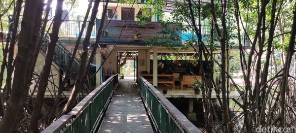 Ada musala di lantai dua bangunan Kawasan Ekowisata Mangrove PIK ini.