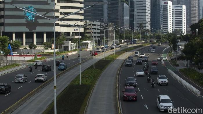 Jelang Hari Raya Idul Fitri arus lalu lintas di sejumlah ruas jalan Ibu Kota DKI Jakarta terlihat lengang. Tidak ada kepadatan kendaraan seperti hari biasanya.