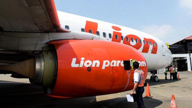 Pembersihan dan pengecekan rutin pesawat maskapai Lion Air Group.