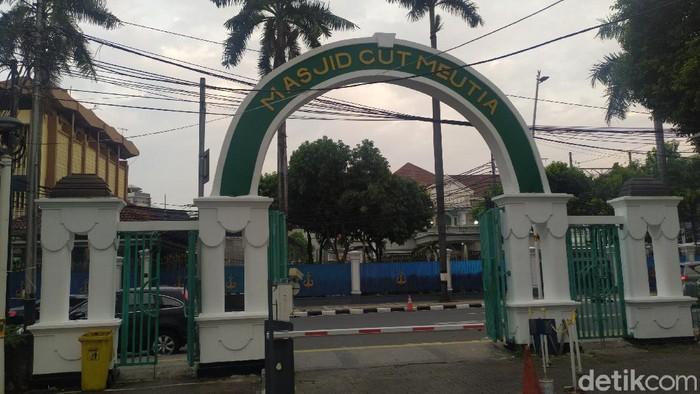 Masjid Cut Meutia, Menteng, Jakarta Pusat akan menggelar salat Idul Fitri atau salat Id. Salat Id dibatasi kapasitasnya hanya 300 jemaah.