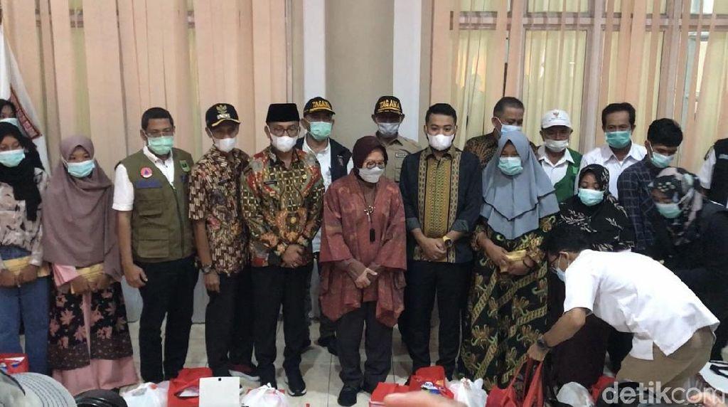 Risma Sampaikan Pesan Jokowi ke Keluarga Korban Tambang Ilegal di Sumbar