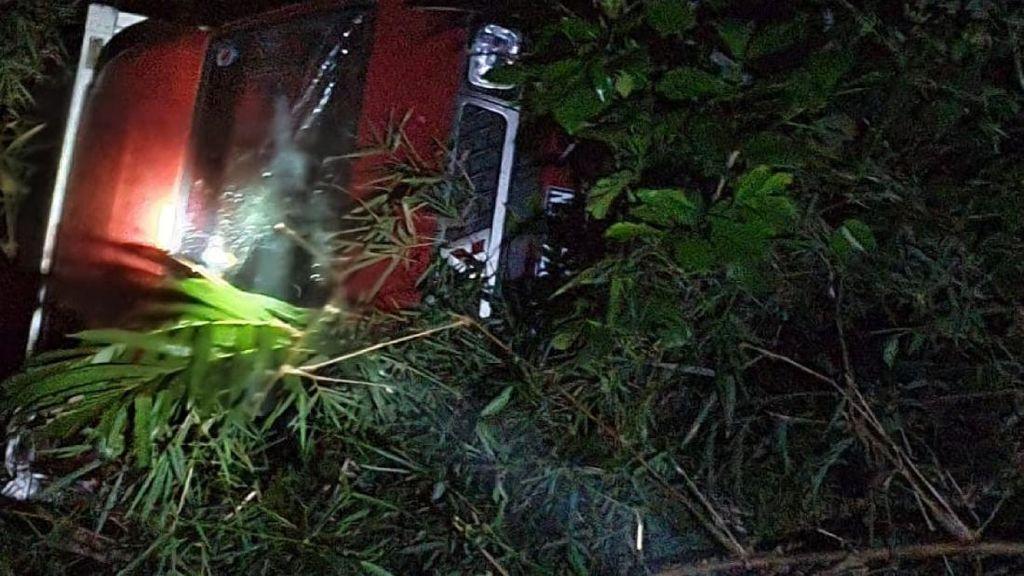 Mobil Pengirim Paket Terjun ke Jurang di Cianjur, Sopir Tewas