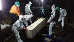 Cerita Petugas Takbiran di Kuburan Saat Makamkan Jenazah COVID-19