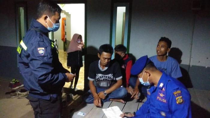 Polisi air datangi rumah warga di Buleleng yang jadi tempat penampungan calon pemudik