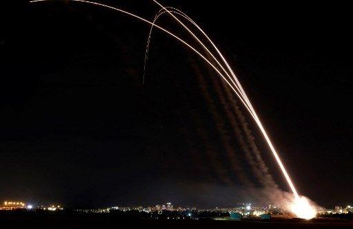 Saat Iron Dome membendung tembakan roket Hamas (AFP/MOHAMMED ABED)
