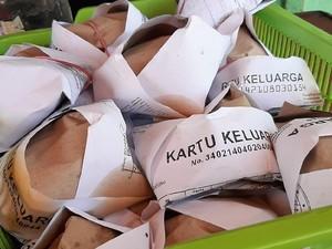 Fotocopy KK Jadi Bungkus Makanan, Netizen: Bismillah Panen Pinjol!