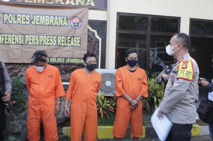Tiga pelaku pemalsu surat rapid test antigen ditangkap oleh Polres Jembrana (Dok. Polres Jembrana)