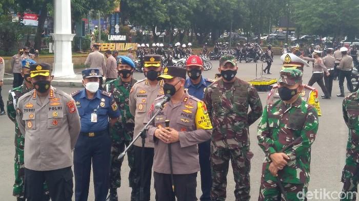 TNI bersama Polri menggelar patroli berskala besar dalam rangka pengamanan malam takbir Hari Raya Idul Fitri 1442 H