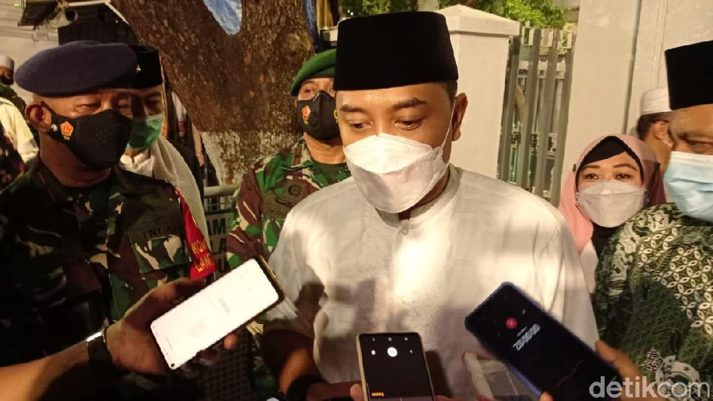 Wali Kota Eri Cek 5 Masjid Besar di Surabaya yang Gelar Salat Id