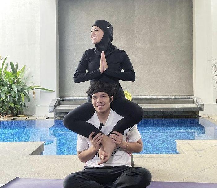 Yoga Kamasutra Atta-Aurel bersama Fajar Putra
