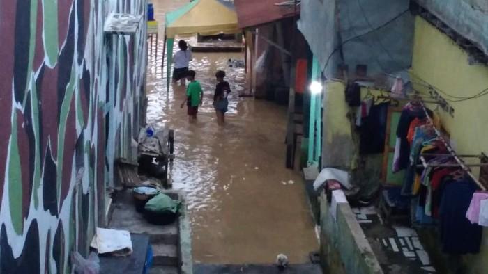 Banjir di Kampung Aur Medan mulai surut