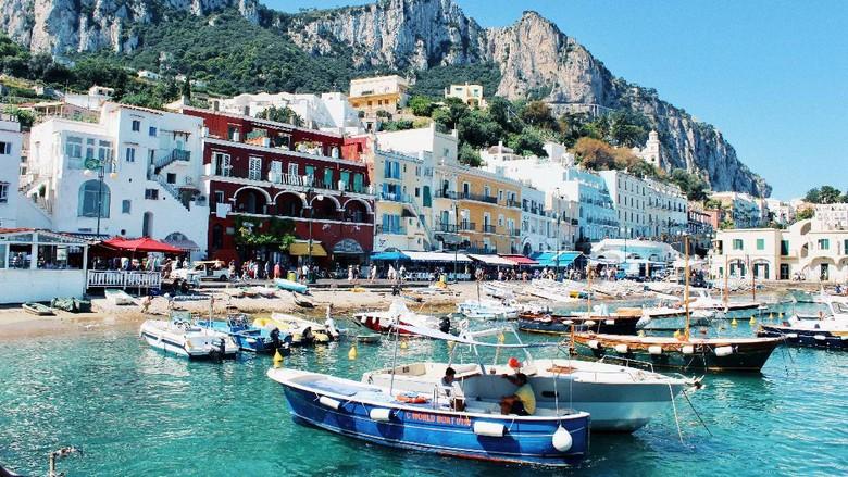 Pulau Capri di Italia, destinasi romantis untuk kalangan atas.