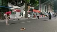 Ditutup Saat Malam Takbiran, Jalan di Medan Jadi Lapangan Sepakbola Dadakan