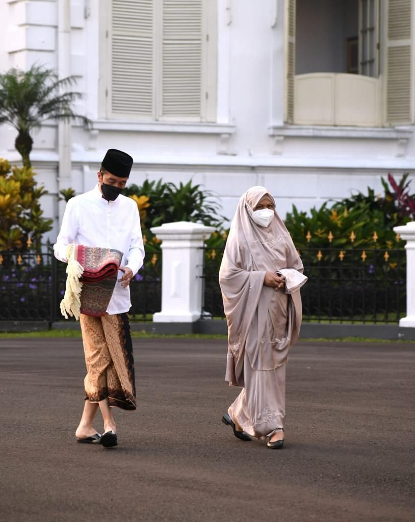 Jokowi dan Iriana Salat Id di Istana Bogor