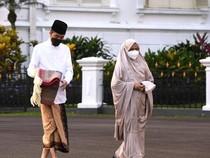 Potret Jokowi-Iriana Salat Id di Halaman Istana Bogor
