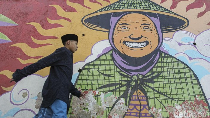 Hari Raya Idul Fitri jadi momen yang dinanti umat Islam usai menjalankan ibadah puasa. Suka cita rayakan Lebaran pun dirasakan oleh warga di Nepal van Java.