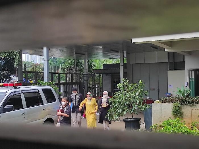 Keluarga tahanan KPK mulai berdatangan ke rutan di Hari Lebaran