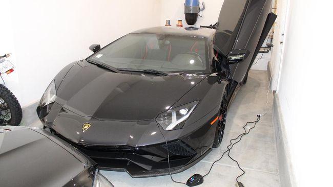Terlalu! Traveling dan Beli Lamborghini-Ferrari Pakai Dana Bantuan COVID-19