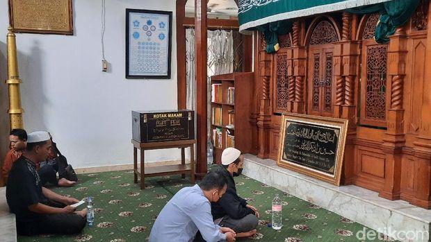 Makam Habib Husein di Masjid Luar Batang