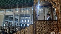 Momen Lebaran di tengah pandemi COVID-19 membuat pihak Masjid Al-Akbar terapkan protokol kesehatan ketat saat gelar salat Id di masjid tersebut. Berikut fotonya