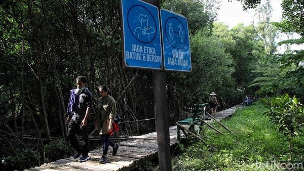 Kawasan ekowisata ini juga menerapkan protokol kesehatan yang ketat. Selain mewajibkan pengunjung untuk menggunakan masker, jumlah pengunjung pun dibatasi untuk mencegah kerumunan.