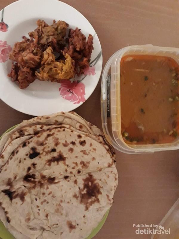 Lamb Tikka Masala dan Naan Bread yang diberikan gratis oleh restoran Pakistan untuk buka puasa