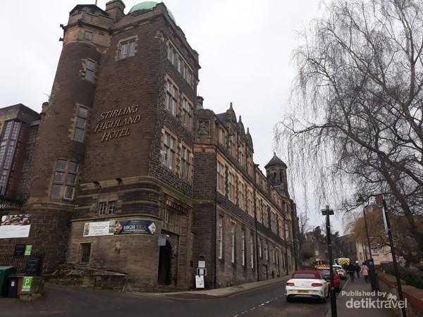 Stirling Highland Hotel menjulang di St John Street sejak 1854
