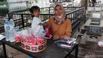 Meski Ditutup, Warga Tetap Ziarah ke TPU Sirnaraga Bandung